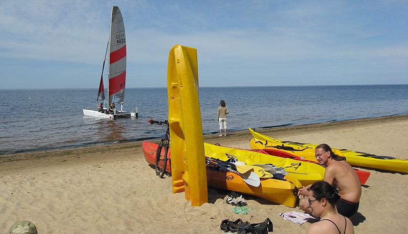 """Sāk darboties mūsu laivu noma aktīvās atpūtas pludmalē """"Koklītes"""" (Saulkrastu novads, Zvejniekciems). Koklītēs pieejamais formāts ir […]"""